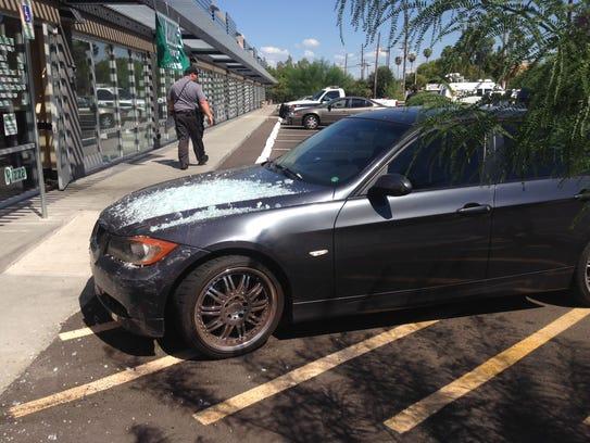 Car crashes into Tempe restaurant 2