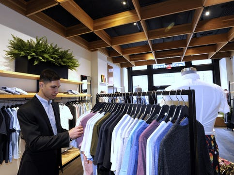 More online brands opening mall stores