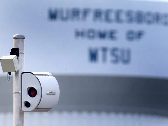 635762752473095229-3-red-light-traffic-cameras