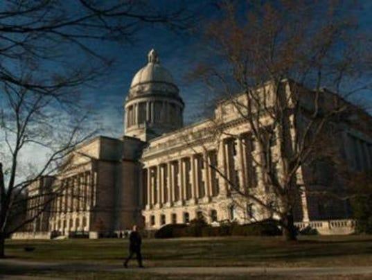 Kim Davis marriage license bill clears Kentucky Senate