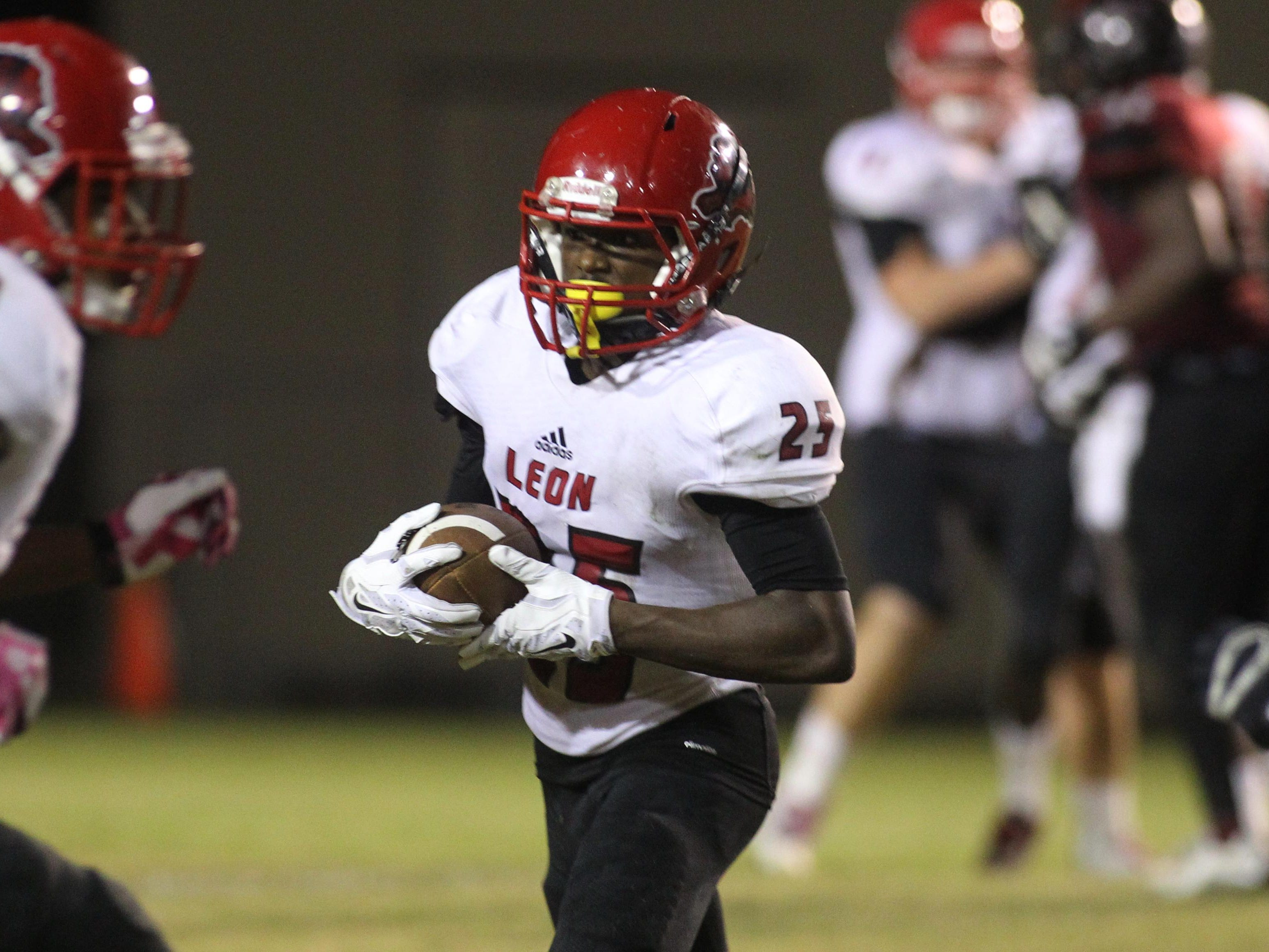 Leon receiver Javier Ferrer caught seven passes for 95 yards and the game-winning touchdown with 28 seconds left as the Lions topped Chiles 22-21.