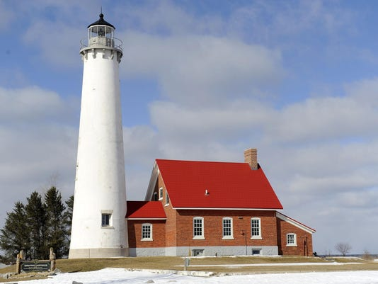 -Mich-Lighthouse-06.JPG_20141203.jpg