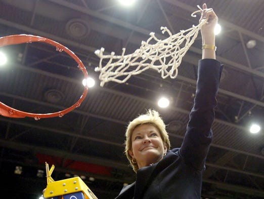 Pat Summitt waves the net after a 98-62 win over Ole