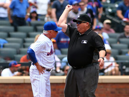 New York Mets manager Terry Collins (10) is ejected