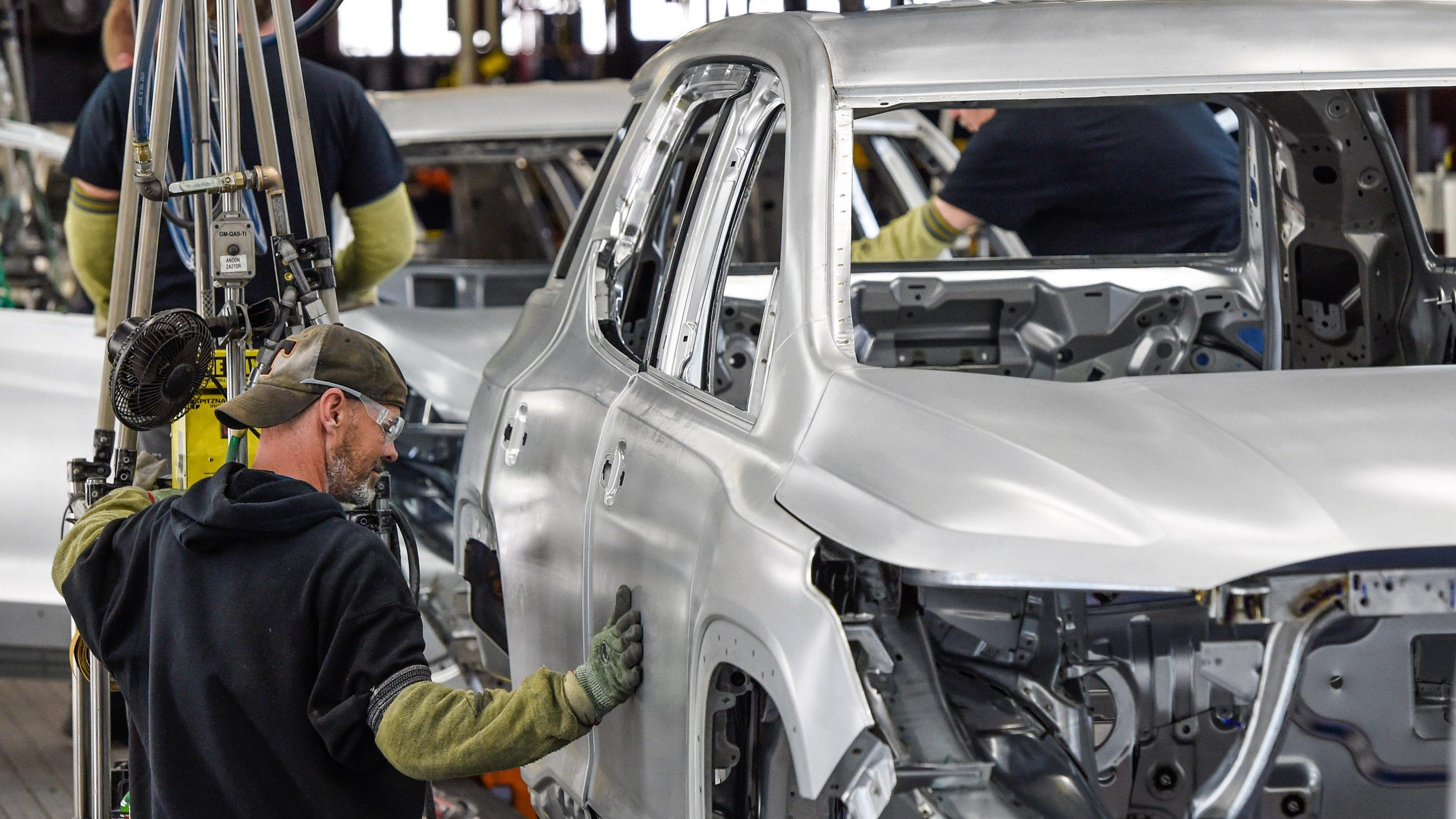 GM reinstating third shift at Tennessee plant