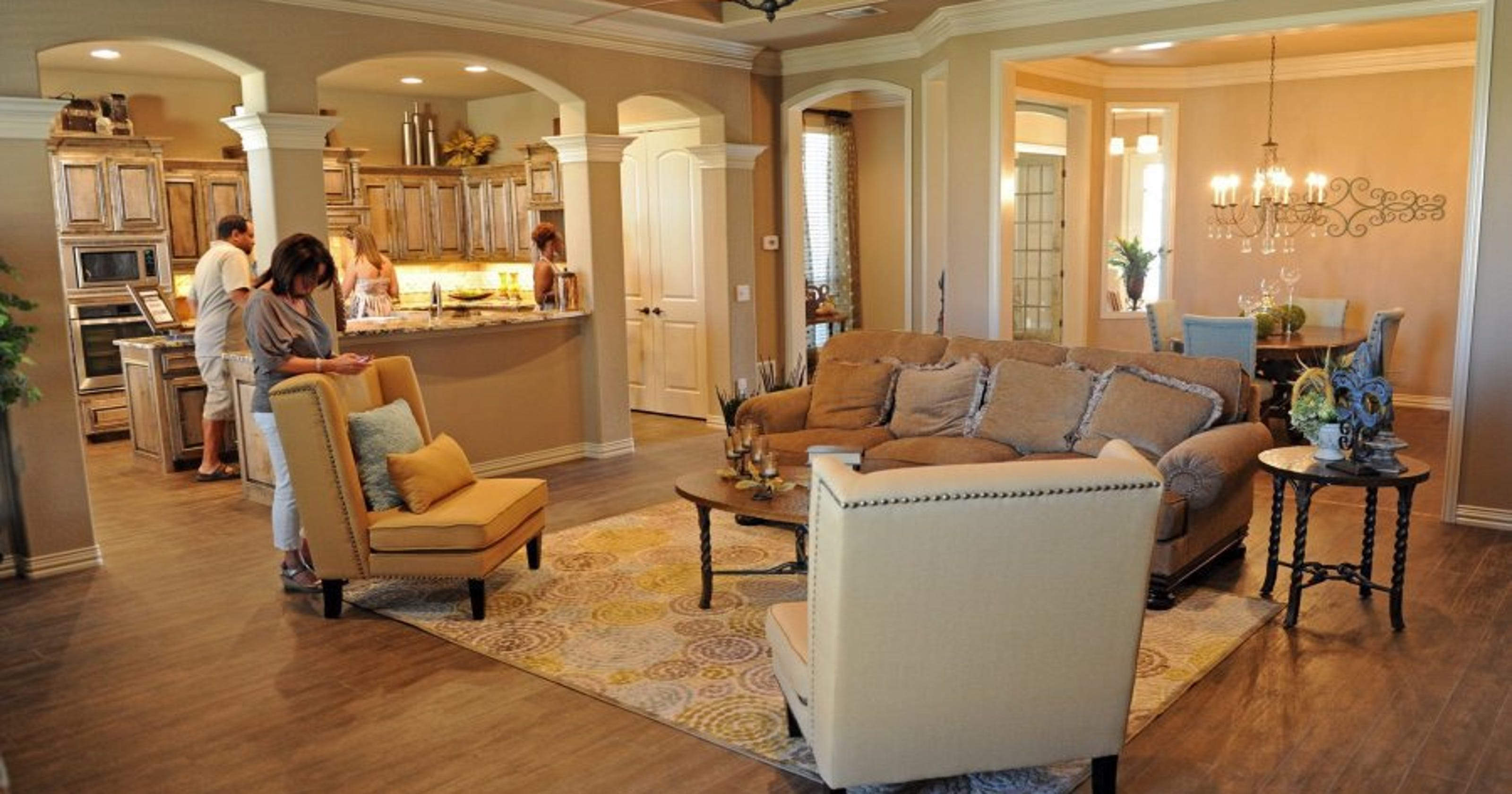 PARADE OF HOMES: New homes tout high-tech appliances, crown molding ...