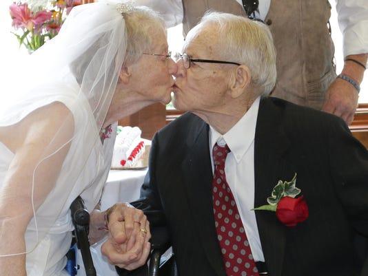 she n Hospice Wedding0805_gck-09.jpg