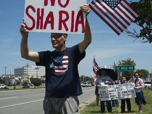 2017-06-10-FL-RW-Sharia Protest-01