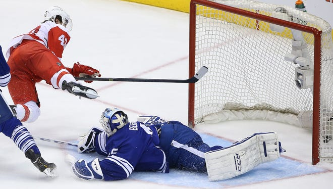 Detroit Red Wings center Darren Helm (43) scores his hat-trick goal in the third period. The Red Wings beat the Maple Leafs 4-2.