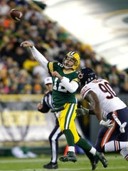 Green Bay Packers quarterback Aaron Rodgers (12) throws a touchdown pass to Jordy Nelson on a scramble against the Chicago Bears.