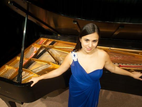 Julia Siciliano, pianist