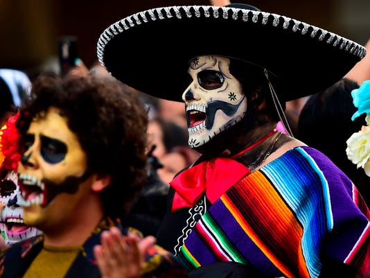 Da de los muertos isnt mexican halloween afp afptn0a4 e ace mex ccuart Image collections