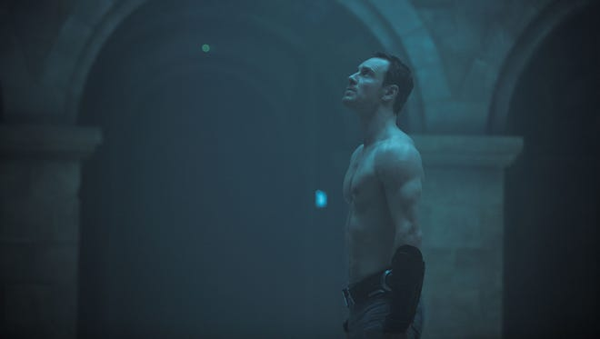 Michael Fassbender Reaches New Heights With Assassin S Creed