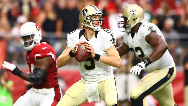 New Orleans Saints quarterback Drew Brees (9) drops back to pass in the second quarter against the Arizona Cardinals at University of Phoenix Stadium.