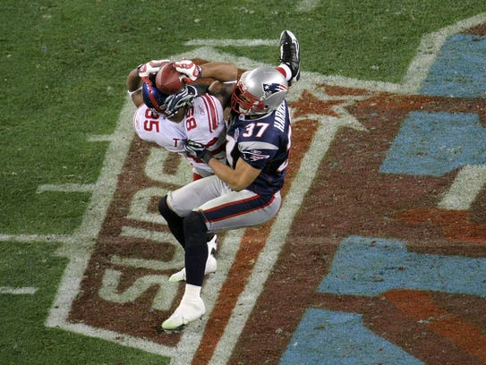 David Tyree #85 of the New York Giants catches a 32-yard
