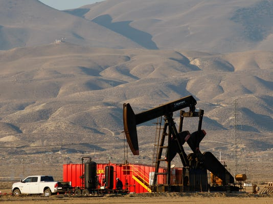 Exxon and Chevron trailing in U.S. fracking boom
