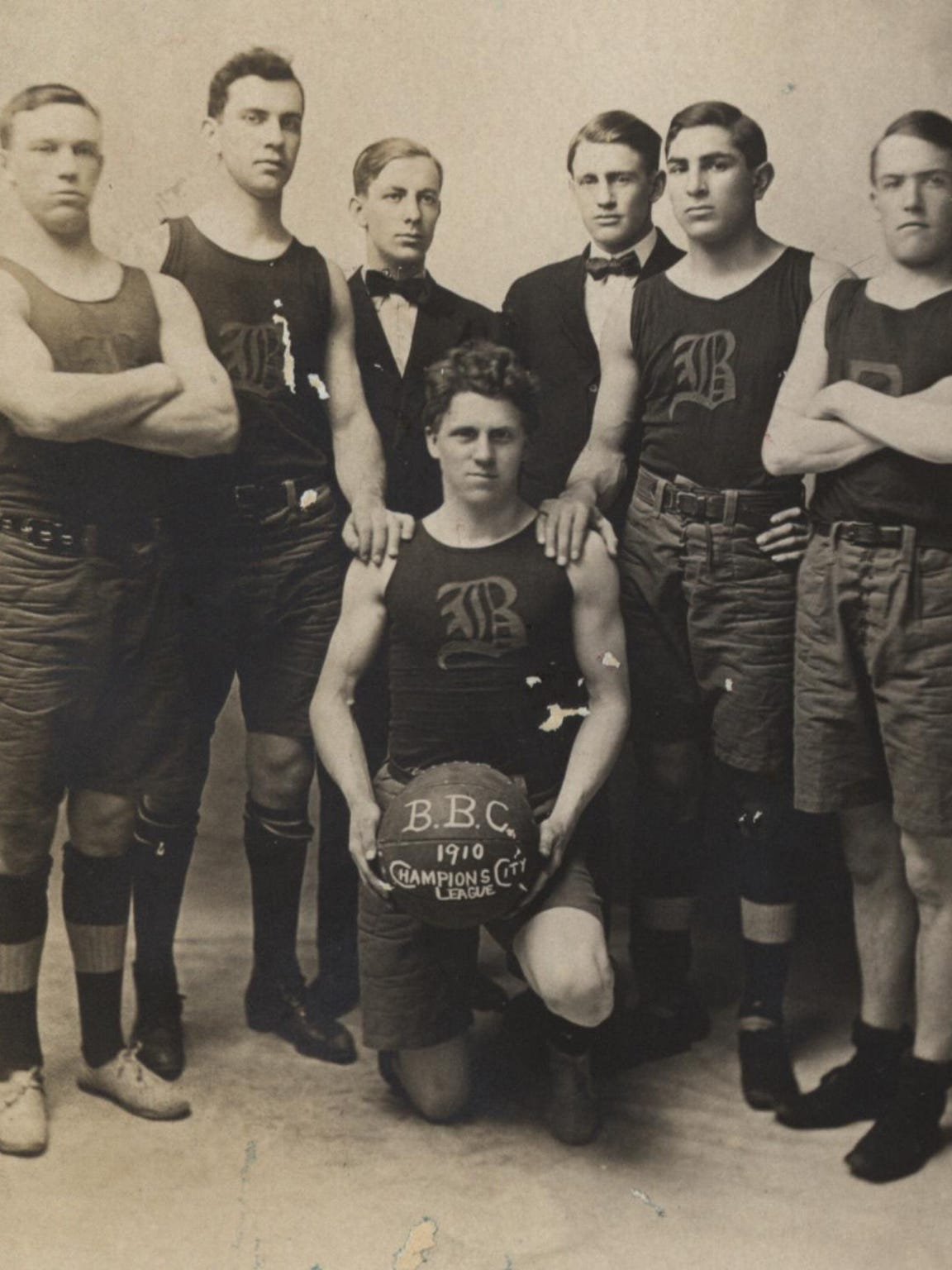 Champlain College basketball team, 1910.