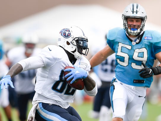 Tennessee Titans tight end Delanie Walker (82) races