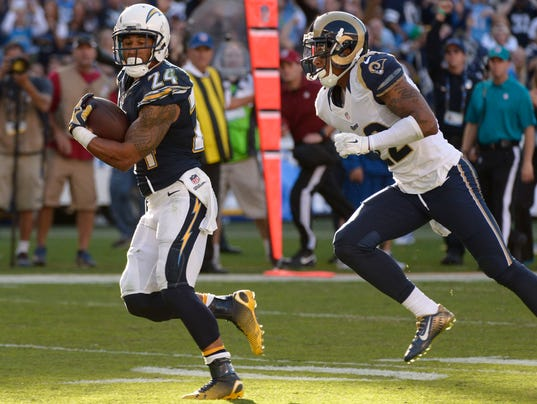 Gilchrist S Interception Saves Chargers 27 24 Win