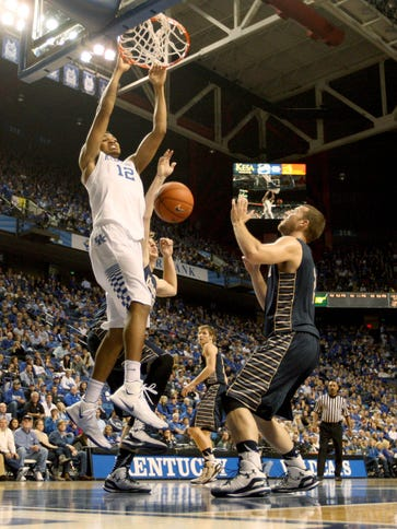 Kentucky Wildcats forward Karl-Anthony Towns (12) dunks