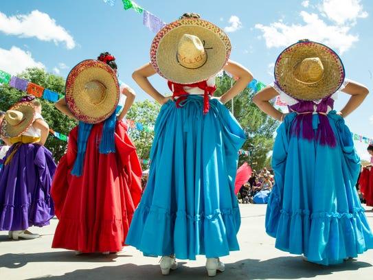 Members of Ballet Folklorico Quetzalcoatl la Academia