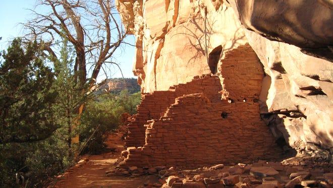 Honanki Ruin, a Sinagua site about 30 minutes west of Palatki.