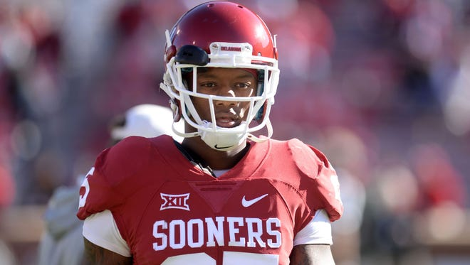 Oklahoma Sooners running back Joe Mixon (25) is seen on the field before action against the Baylor Bears prior to the game at Gaylord Family - Oklahoma Memorial Stadium.