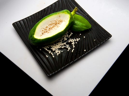 Unripe green papayas.jpg