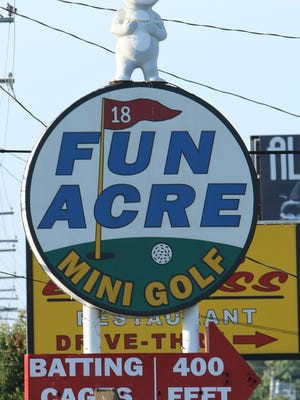A sign on South Campbell Avenue points the way to Fun Acre.