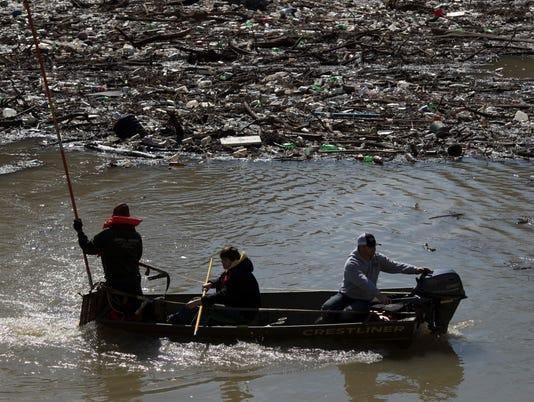 636556054756654279-20180302-msd-flood-cleanup-strupp-08.jpg