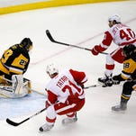 Red Wings fall apart in third, fall to Penguins, 5-3