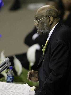 04/11/07 --- Shreveport's Rev. Dr. E. Edward Jones delivers the eulogy during the funeral for former Grambling coach Eddie G. Robinson at The Assembly Center in Grambling , La.   Shane Bevel/The Times