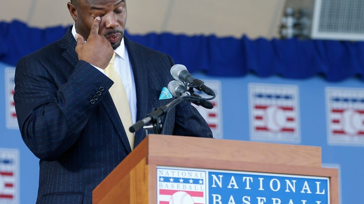 Ken Griffey Jr., Mike Piazza inducted to Hall of Fame