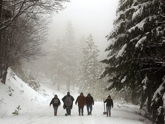 10 15 Feet Of Snow To Bury California Wintry Weather Also