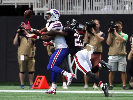 Buffalo Bills tight end Charles Clay (85) makes a catch against Atlanta Falcons strong safety Keanu Neal (22) in the second quarter at Mercedes-Benz Stadium. Mandatory Credit: Jason Getz-USA TODAY Sports