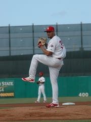 Junior Fernandez throws from the mound at Roger Dean
