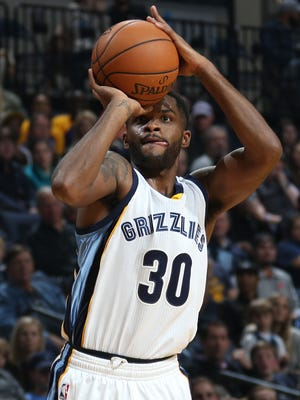 Memphis Grizzlies Troy Daniels shoots a three-point basket against the Los Angeles Lakers.