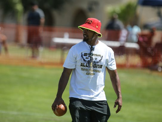 DJ Alexander, the Kansas City Chiefs linebacker, works