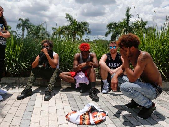 Grieving fans await memorial for late rapper XXXTentacion,