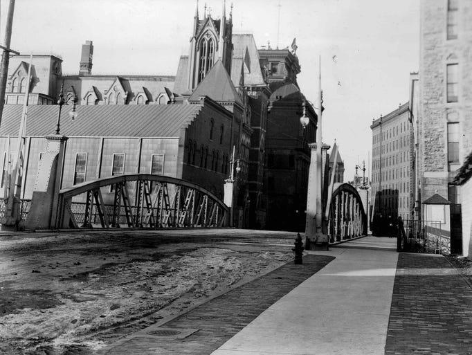An undated photo of Fitzhugh Street bridge over the