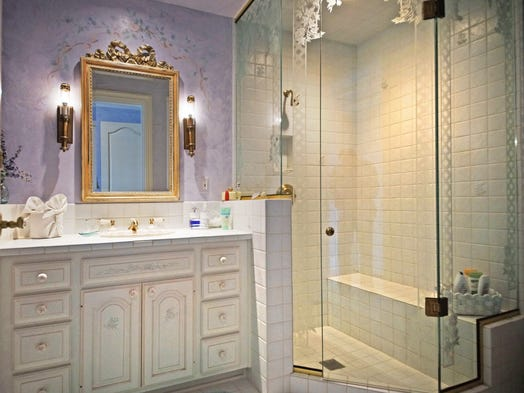 Van elslander mansion in grosse pointe shores sold for for Bathroom 75 million