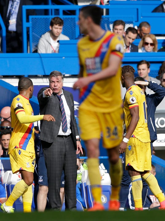 Crystal Palace's manager Sam Allardyce, second left, gestures to his team during their English Premier League soccer match between Chelsea and Crystal Palace at Stamford Bridge stadium in London Saturday, April 1, 2017. (AP Photo/Alastair Grant)