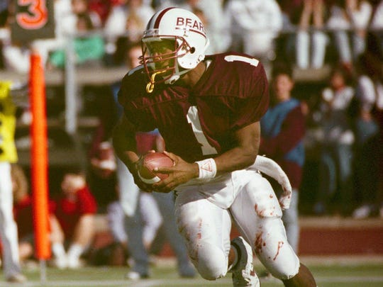 DeAndre Smith was the star quarterback on the Bears' playoff teams of 1989 and 1990.