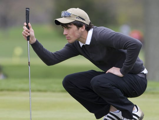 Mater Dei's Ryan McCormick lines up a putt at the 2009