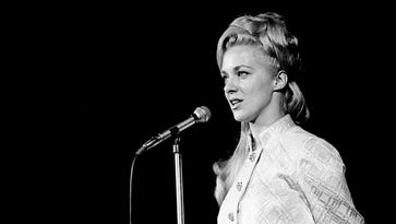 """Connie Smith delights RCA Victor breakfast guests at Municipal Auditorium. She sang her new hit, """"Cincinnati, Ohio."""""""