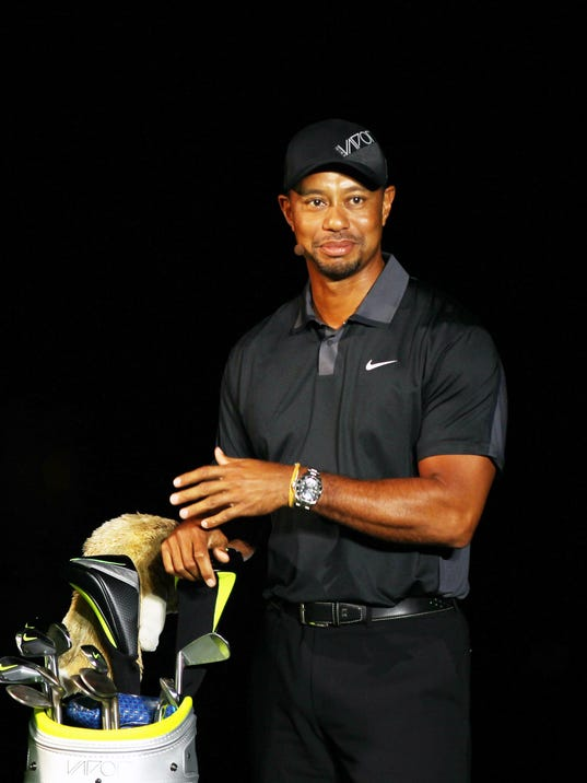 01-06-14 tiger woods posed