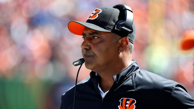 Cincinnati Bengals head coach Marvin Lewis watches his team against the Tennessee Titans at Paul Brown Stadium. The Enquirer/Jeff Swinger