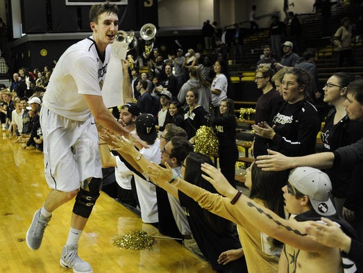 Vanderbilt forward Luke Kornet (3) celebrates their
