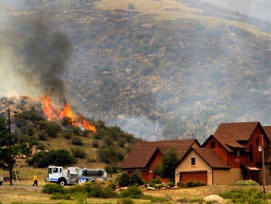 -FTCBrd_06-11-2012_Coloradoan_1_A001~~2012~06~10~IMG_Western_Wildfires__3_2_.jpg