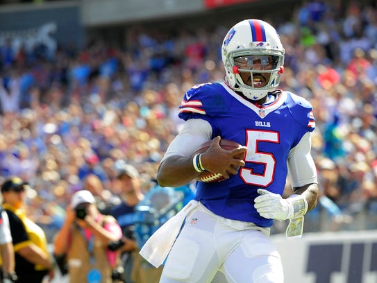 Bills quarterback Tyrod Taylor (5) races into the end